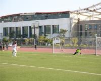 本届校园足球联赛的第一场点球大战