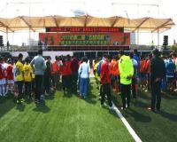 在当天的开幕式上,禾山街道办事处洪志彬主任代表主办方上台致辞,感谢前来参加的各位领导、来宾以及全体运动员!街道也希望借此活动,能让越来越多的孩子享受到足球带来的快乐.