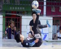 开幕式上还有精彩的花式足球表演。