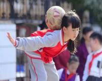 女生的花式技巧表演也是相当厉害。